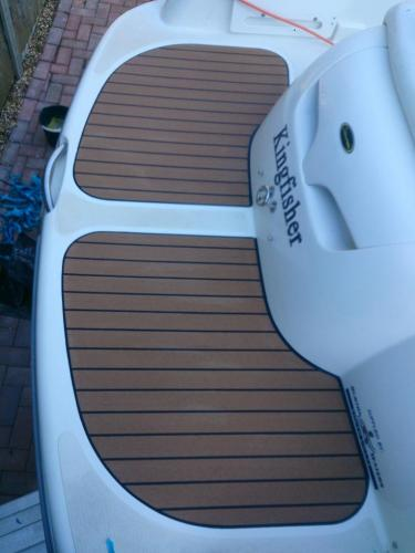 Boat decking on bathing platform, fitted without margins