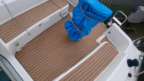 Boat decking completed on a sailing boat, without margins