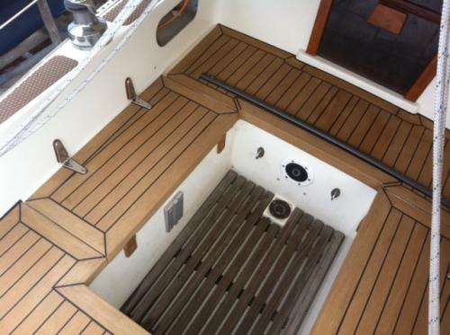 Cockpit area of a sailing boat with Permateek synthetic decking with margins